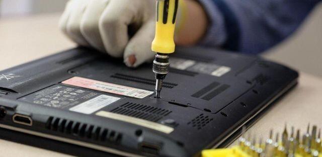 Как починить корпус ноутбука?